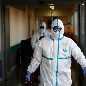 España aprovecha resquicios legales para usar respiradores piloto en hospitales