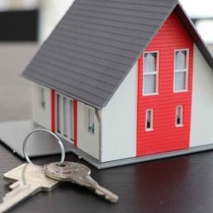 Donar una vivienda a un hijo: recomendaciones e impuestos a pagar