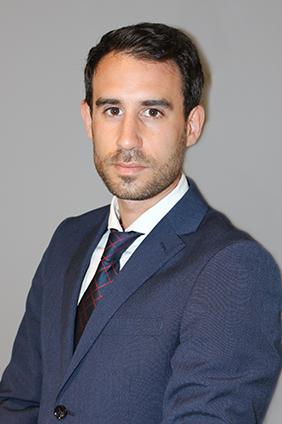 perfil adrian benito abogado derecho mercantil barcelona