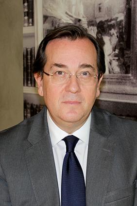 foto perfil alejandro alonso dregi socio del área mercantil