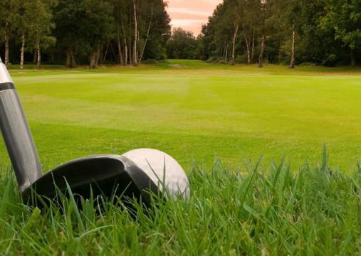 Ceca Magán participa en el torneo benéfico Golf & Law
